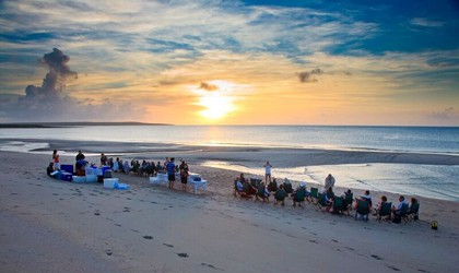coral-expeditions-hole-in-the-wall-beach-bbq